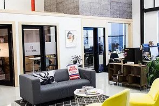 Belle espace de bureau fermé et vitrés